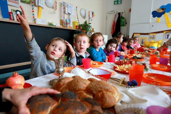 copil la gradinita Foto: www.kiprinform.com