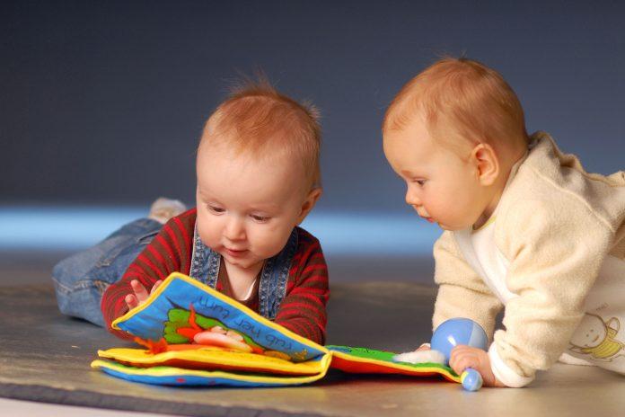 copii cu jucarii Foto: paidagogos.com