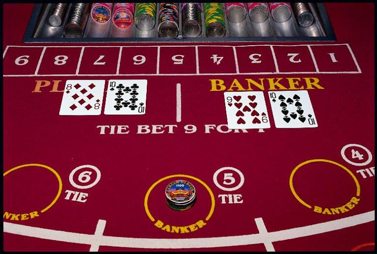 Jocul de carti bacarat Foto: www.gambatria.com