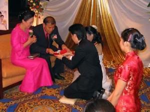 Ceremonia-ceaiului-in-ziua-nuntii.jpg