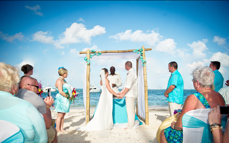 Ceremonia de nunta pe plaja, Foto: weselewwarszawie.pl
