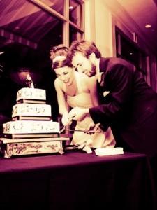Ceremonia-taierii-tortului-de-nunta-225x300.jpg