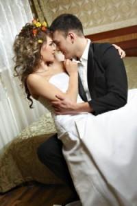 Cuplu-in-noaptea-nuntii-200x300.jpg