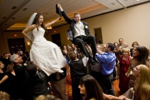 Dansul-Hora-la-nunta-evreiasca.jpg