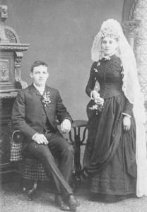 Mireasa-din-anii-1900-208x300.jpg