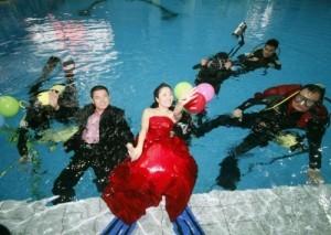Nunta-in-piscina-300x213.jpg