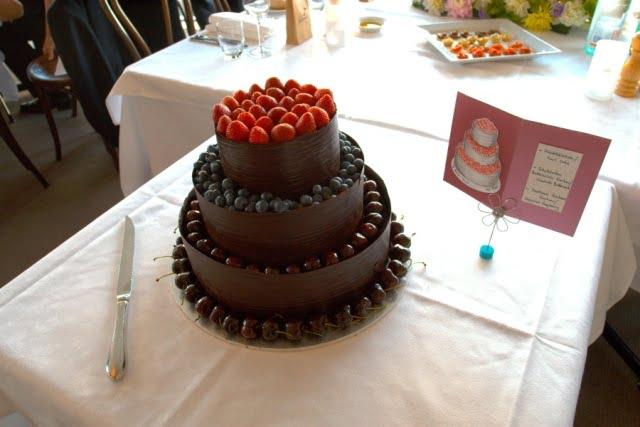 Tort-cu-ciocolata-si-fructe