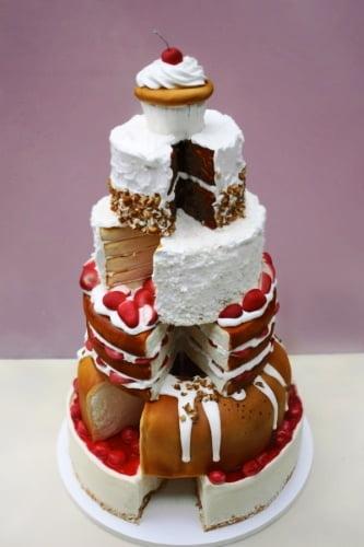 Tort-de-nunta-compus-din-mai-multe-tipuri-de-desert