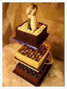 Tort-de-nunta-cu-bomboane-de-ciocolata-227x300.jpg