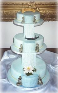 Tort-de-nunta-cu-cascade-186x300.jpg