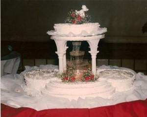 Tort-de-nunta-decorat-cu-o-mini-cascada.jpg