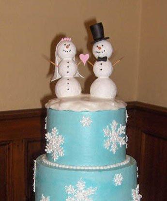 Tort-de-nunta-decorat-cu-oameni-de-zapada