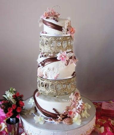 Tort-de-nunta-decorat-in-stil-modern