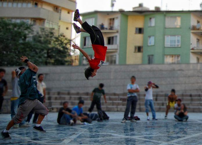 Street dance Foto: meteozbek.deviantart.com