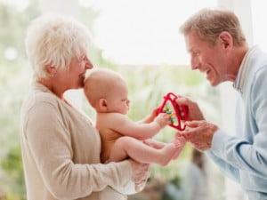 Cum obisnuim bebelusul cu alte persoane