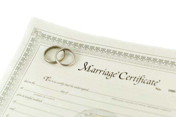Moduri de a utiliza un certificat de casatorie fals, Foto: mountainviewlicensing.com