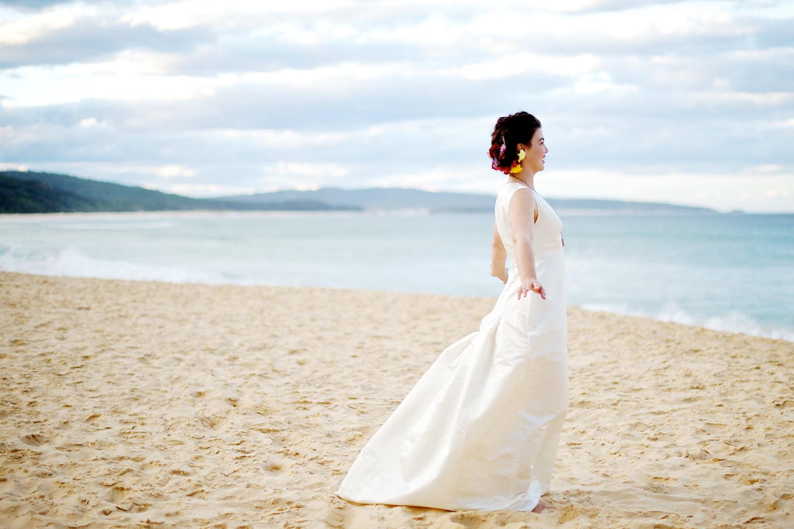 Mireasa pe plaja Foto: kathleenbrewster.com