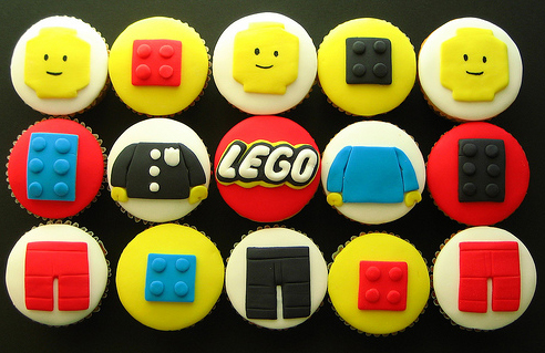 Prajiturele-tematice-Lego