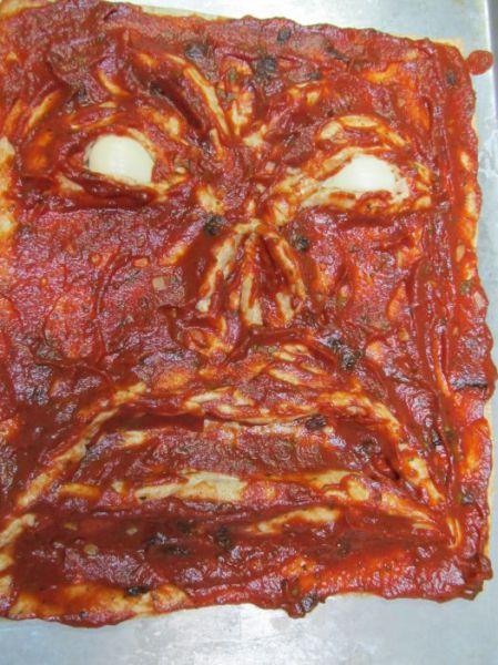 Cea-mai-infricosatoare-pizza-1