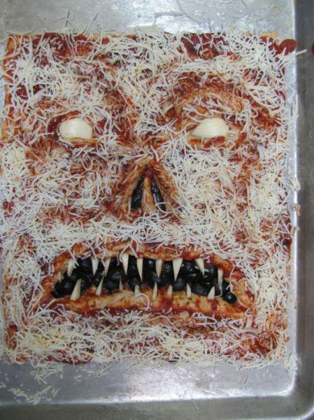 Cea-mai-infricosatoare-pizza-2