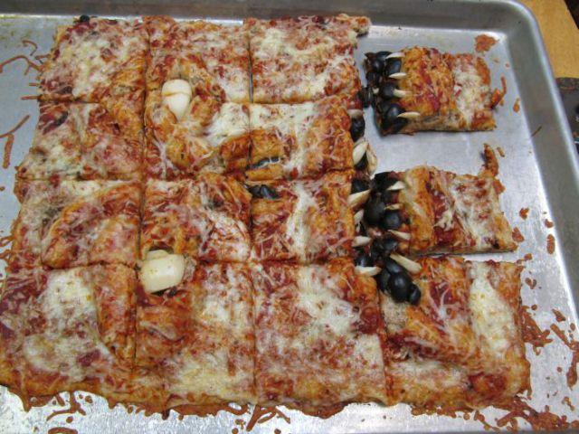 Cea-mai-infricosatoare-pizza-5