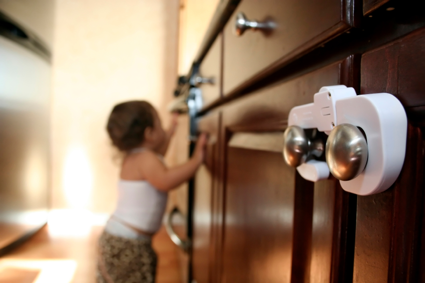 Siguranta copilului mic acasa, Foto: safetygonesane.wordpress.com