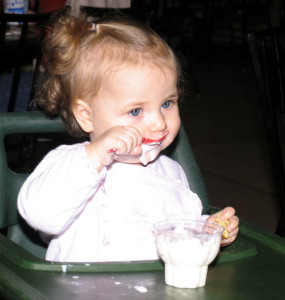 Alimentatia-bio-la-bebelusi-285x300.jpg