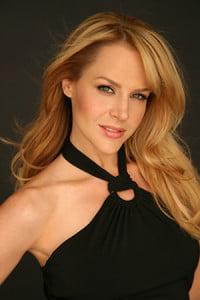 Cele-mai-sexy-actrite-Julie-Benz-200x300.jpg