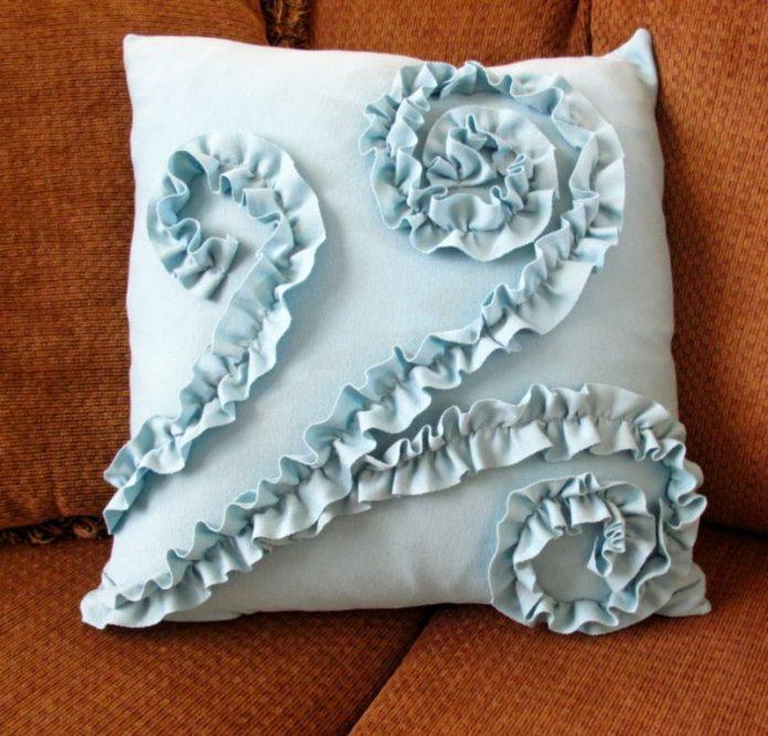 Cum sa creati singuri perne decorative, Foto: alisa-thesweetlife.blogspot.com