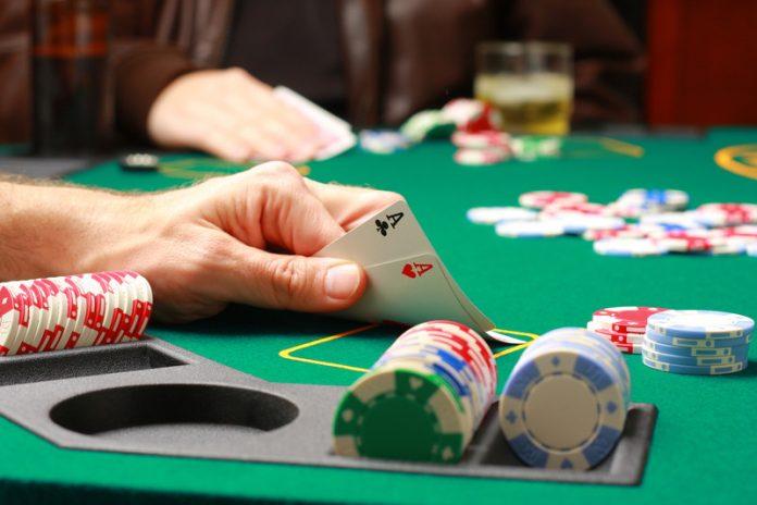 Masa portabila de poker Foto: lescroupiers.co.uk