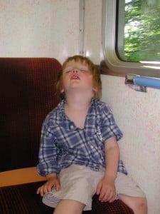 Somnambulismul-la-copii-225x300.jpg