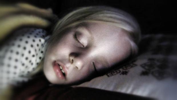 Copilul nu doarme singur