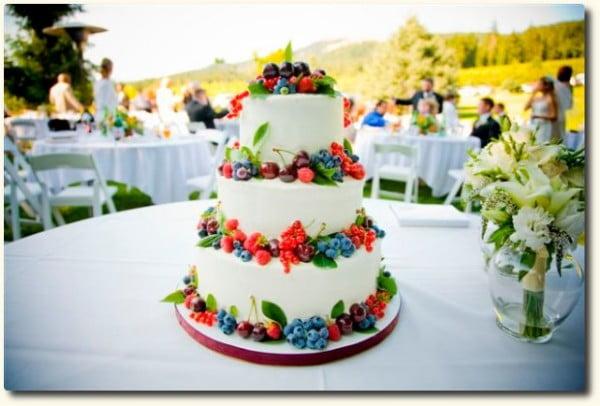 Tort ideal pentru nunta in timpul primaverii www.fleurcakes.com
