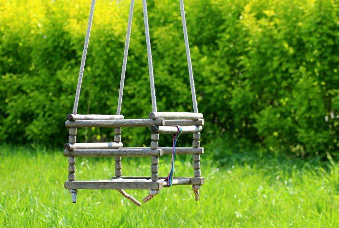 Cum să construiți un leagăn în grădină și unde trebuie amplasat