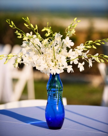 Element central floral cu orhidee Sursa foto: www.marthastewartweddings.com