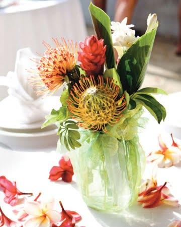 Element central floral exotic Sursa foto: www.marthastewartweddings.com