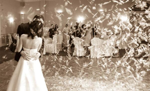 Metode de a va distra invitatii la nunta Sursa foto: www.fashionox.com