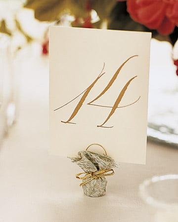 Numerotarea meselor la nunta - DIY Sursa foto: www.marthastewartweddings.com
