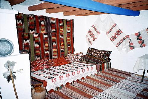 Decor interior inspirat de folclorul romanesc Foto: blog.ounodesign.com
