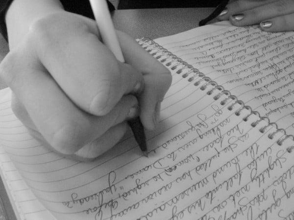 Scrierea creativa este un hobby ideal pentru orice varsta. Foto: www.reginajennings.com