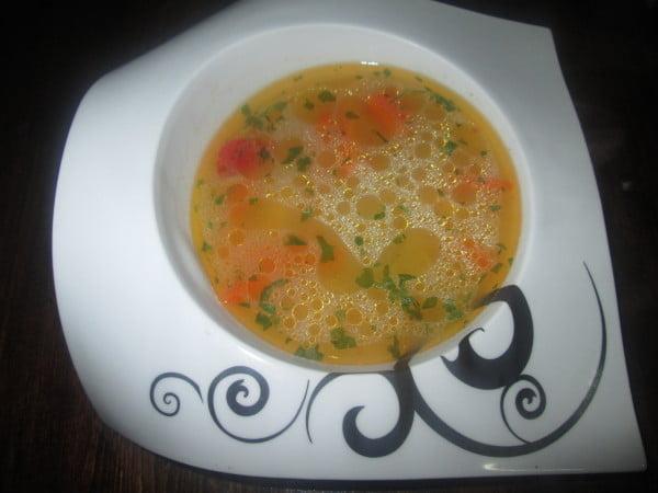 Supa din piept de pui, legume si ciuperci