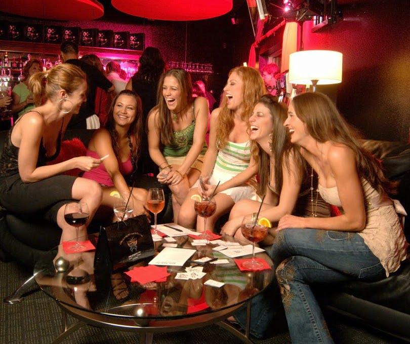 De ce este bine sa iesiti si separat in oras, tu cu fetele si el cu baietii, Foto: schnitzelandcaipirinha.blogspot.com