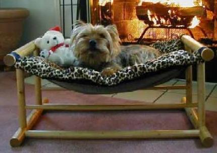 Sezlong confortabil pentru caine, Foto: newfashions4all.blogspot.ro