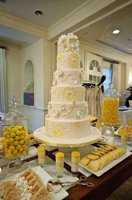 Cake bar pentru nunta Sursa foto: www.weddingsbylilly.com