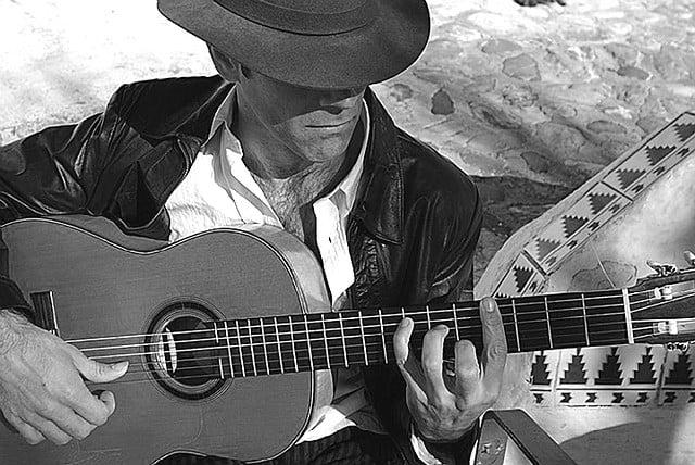 Cantatul la chitara Foto: www.spain-holiday.com