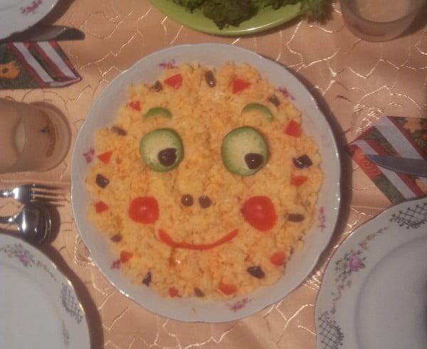 Salata de cruditati - o salata de iarna cu varza, mere, morcovi si maioneza