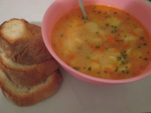 Supa ardeleneasca de cartofi cu morcovi si rantas cu smantana