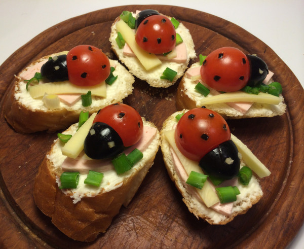 Buburuze - aperitiv sau sandwich vesel pentru copii