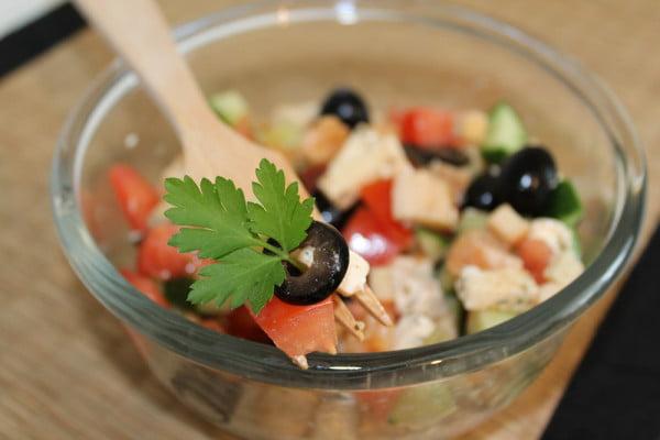 Salata greceasca - cu piept de pui si crutoane