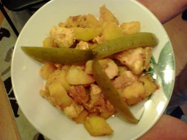 Tocanita brasoveana cu piept de pui si cartofi